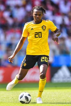 Dedryck Boyata of Belgium passes the ball during the 2018 FIFA World Cup Russia group G match between Belgium and Tunisia at Spartak Stadium on June 2018 in Moscow, Russia. Consigue fotografías de noticias de alta resolución y gran calidad en Getty Images World Cup 2018, Fifa World Cup, International Football, Chelsea, Russia, June, Soccer, Group, Sports