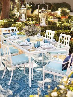 The perfect garden party. That's what Grayson calls to mind. This timeless dining collection is elegant without being fussy. Available with a new glass-top dining table and a frame crafted of cast aluminum. Made to endure season after season with hand-filed welds and a durable powdercoated finish.