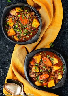 Slow Cooker Oxtail Stew Melt-in-your-mouth beef loaded with potatoes, carrots, and peas, all smothered in an incredibly tasty stew b. Oxtail Recipes Crockpot, Slow Cooker Recipes, Soup Recipes, Dinner Recipes, Crockpot Meals, Chili Recipes, Slow Cooking, Healthy Soup, Healthy Recipes