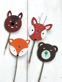 Children& birthday party in the forest: tinker forest animals from old CDs for treasure hunts - . - Children& birthday party in the forest: tinker forest animals from old CDs for treasure hunts - Valentines Day Decorations, Valentine Day Crafts, Christmas Crafts, Upcycled Crafts, Diy And Crafts, Crafts For Kids, Creative Crafts, Yarn Crafts, Cute Signs
