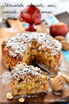 Crumbled with wholemeal flour, fiocchi d'avena e mele nell'impasto. Arricchita con noci, hazelnuts and apricot jam. A sweet healthy and delicious Fruit Recipes, My Recipes, Sweet Recipes, Dessert Recipes, French Desserts, Apple Desserts, B Food, Good Food, International Recipes