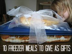 10 Freezer Meals to Give as Gifts - Believe it or not, a freezer meal can make a great gift! Anyone (not just new parents and the bereaved) will enjoy a homemade meal prepared with love. (There are also just some good recipes to add to the rotation! Make Ahead Freezer Meals, Freezer Cooking, Cooking Tips, Cooking Recipes, Freezer Salsa, Organize Freezer, Cooking Food, Easy Meals, Just In Case