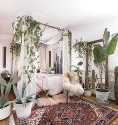 30 Stunning Bohemian Bedroom Decor For Small Space Sweet Home Interior Bohemian Bedroom Decor, Boho Room, Bohemian Style Bedrooms, Home Decor Bedroom, Style Boho, Bedroom Ideas, Boho Decor, Bedroom Designs, Bohemian Homes