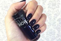 O Night Blue Maybelline foi o escolhido da semana! Um azul bem escuro, quase preto, super chic! Vem ver no Oh My Closet!