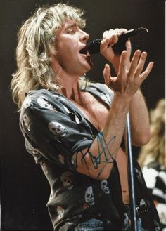 Def Leppard Joe Elliot. I gotta know tonight... if you're alone tonight.... can't stop this feeling...!!  (8)