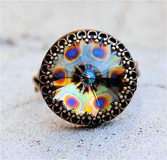 Hey, j'ai trouvé ce super article sur Etsy, chez http://www.etsy.com/fr/listing/94803919/peacock-carnival-swarovski-crystal-ring