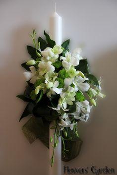 lumanari botez, botez, aranjamente botez, lumanare botez, aranjamente botez, lumanare rotunda Cut Flowers, Nasa, Wedding Planner, Wedding Flowers, Candles, Weddings, Plants, Floral Motif, Ornaments