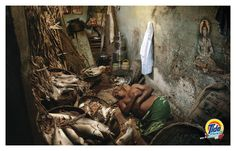 Read more: https://www.luerzersarchive.com/en/magazine/print-detail/-proctor-and-gamble-50135.html  Proctor & Gamble Campaign for laundry detergent Tide Plus. Tags: Leo Burnett, Mumbai,Sujit Sawant,Rupesh Kashyap,Mayuresh Natalkar,Proctor & Gamble,Gopal MS