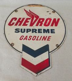 very old signs Vintage Metal Signs, Antique Signs, Vintage Tins, Vintage Labels, Old Gas Pumps, Vintage Gas Pumps, Advertising Signs, Vintage Advertisements, Chevron Gas