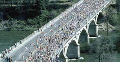 Cómo organizar una caminata o carrera para recaudar fondos. Una maratón es una excelente forma de recaudar fondos y hacer que la gente conozca tu causa u obra benéfica. El evento puede variar de una caminata divertida de dos millas (3,21 km) a una carrera de 10 km, pero muchos elementos serán los mismos. Un ejemplo de este tipo de evento es la marcha de dos millas en honor a Markley en abril del 2005, la ...