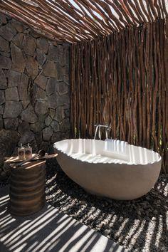 Fabulous Outdoor Shower Ideas Letting You Cherish a Comforting Open-Air Bath! - Fabulous Outdoor Shower Ideas Letting You Cherish a Comforting Open-Air Bath! Outdoor Bathtub, Outdoor Bathrooms, Outdoor Rooms, Outdoor Living, Outdoor Showers, Outdoor Retreat, Outdoor Toilet, Luxury Bathrooms, Modern Bathrooms