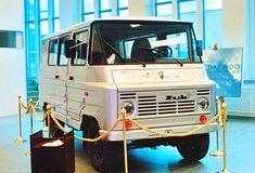 ▬▐ Производство Żuk было завершено 30 января 1998 года, а последний экземпляр - модель A07 с двигателем Andrychów 4C90 - был представлен 13 февраля того же года. Приглашенные гости подписали егоHistoria polskiej motoryzacji - jak powstał Żuk Vehicles, History, Antique Cars, Vehicle, Tools