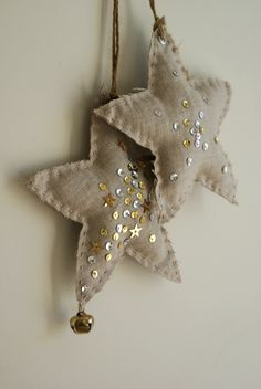 Fabric star ornaments {note to self: I could make these with the rustic vynil wallpaper I have and stamp them or add embellishments}