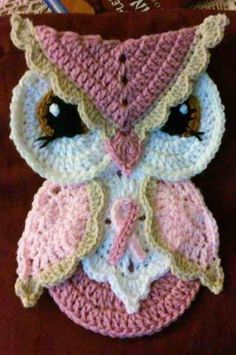 Crochet Breast Cancer Awareness Owl Potholder Pattern Onlycrochet anever ending love square Crochet Potholder Patterns, Crochet Owls, Applique Patterns, Crochet Motif, Crochet Crafts, Yarn Crafts, Crochet Flowers, Crochet Projects, Free Crochet