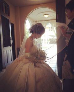 wedding No.11 挙式♡ お母さんにベールダウンしてもらいました♪ お母さんはウルウルしてたけど 私は笑顔でお母さんを見れました 最後にありがとう!!って伝えられて良かったなと思います! 写真見ると式楽しかったなーって思い出しちゃう☺️ #プレ花嫁 #卒花 #挙式 #ベールダウン