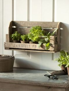pallet garden box Please Visit and Like our Facebook Page https://www.facebook.com/pages/Rustic-Farmhouse-Decor/636679889706127