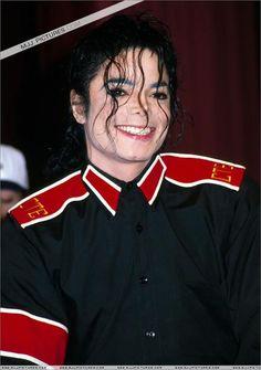 26 de enero de 1993 - En una conferencia de prensa celebrada en el Century Plaza Hotel de Los Angeles, se anuncia la participación de Michael en el descanso de la Super Bowl XXVII y una nueva iniciativa para ayudar a los niños estadounidenses: Heal LA.