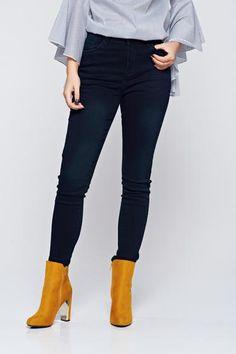 Blugi negri casual skinny cu talie medie - http://hainesic.ro/pantaloni/blugi-negri-casual-skinny-cu-talie-medie-04ba1ca43-starshinersro/