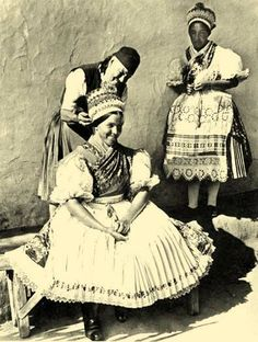 Balassa–Ortutay: Hungarian Ethnography and Folklore / Upper Hungary Historical Costume, Historical Clothing, Folk Costume, Costumes, Cool Pictures, Beautiful Pictures, Hungarian Embroidery, Folk Dance, My Heritage
