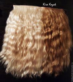 Хочу рассказать вам, как я делаю волосы своим куклам. Мастер-класс подробный, от покраски шкурки до пришивания тресса к голове куклы. Время указано 2 дня (из-за окрашивания и сушки волос). Если у вас уже крашенная шкурка, то время работы 2 часа. Для работы потребуется: 1. Шкурка козочки. У меня кусочек примерно 20 на 15см, такого кусочка мне хватает на 3-4 тресса длинной 1 метр.