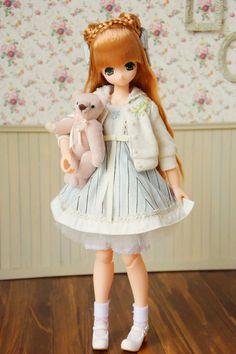 Azone doll