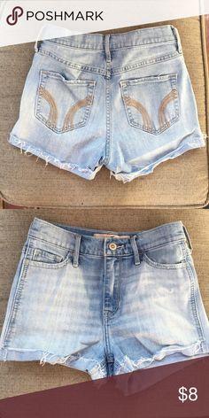 High waist hollister shorts Light denim stretch, hollister high waisted shorts! Size 0 Hollister Shorts Jean Shorts