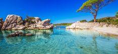 Vous cherchez la plage parfaite pour des vacances de rêve en Europe? Restez avec moi pour découvrir ma sélection des plus belles plages d'Europe. Il ne vous restera plus qu'à vous détendre en prenant un bain de soleil sur votre serviette de plage en caressant le sable fin sous vos pieds. Vous pouvez aussi, vous promener le long de la plage et/ou les pieds baignant dans les douces vagues. Protégez-vous quand même avec un peu de crème solaire et profitez du soleil et des eaux bleues…