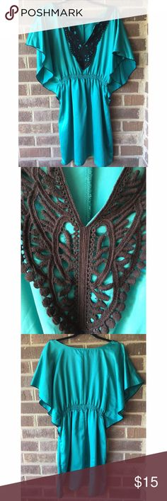 Flowy Lace Detail Teal Dress Beautiful satin flowy dress is bound to make you look like you're floating on air! Great condition, I don't think this was ever worn. Full disclosure there are what looks like minor pulls in the front, but they're only seen in a certain light. Not quite sure! Make an offer or bundle and save! 👗 Dresses