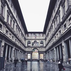 Rain can't stop the beauty of the Uffizi in #Florence. Photo courtesy of mariannehope on Instagram.
