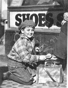 1929 : A 10 year shoeboy smiling during work, Seattle.