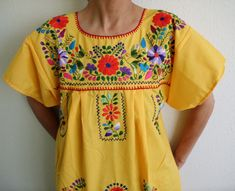 ideas for design Mexican Embroidery, Vintage Embroidery, Embroidery Patterns, Folklore, Mexican Pattern, Indie, Mexican Textiles, Embroidered Clothes, Mexican Style