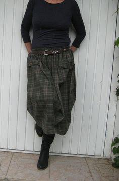 Sukýnka kostkovaná na objednávku Sukýnka je z italské,směsové látky:polyester,bavlna,elastan.Délka včetně pasu v kterém je protažena 4cm široká guma,měří 70cm. Obvod gumy ve sníženým pase, v klidu měří 74cm,max.102. Velikost S-L.Sukýnka je zdobena kapsovyma lištama,na bočních švech je ozdobné řasení.Nošení podzim,zima,jaro.Sukýnka hezký drží tvar,nelepí se na ...