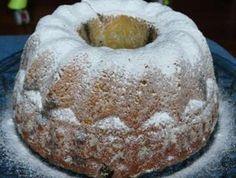 Tvarohová bábovka s mákem a marcipánem      Na náplň     150 g marcipánu     125 ml mléka     75 g másla     250 g mletého máku     120 g cukru krupice     250 g tvarohu v kostce     2 ks žloutků     2 lžíce krupice     Na těsto     250 g tvarohu v kostce     175 g másla     100 g cukru krupice     1 lžíce strouhané pomerančové kůry     1 špetka soli     2 ks vajec     400 g polohrubé mouky     3 lžičky prášku do pečiva