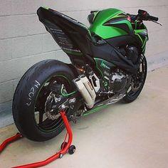 kawasaki Via : Motorcycle Wheels, Motorcycle Gear, Kawasaki Motorcycles, Cars And Motorcycles, Z 800, Bike Photoshoot, Custom Sport Bikes, Ride Out, Biker Gear