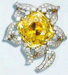 Cartier Brooch with 107 carat Canary Diamond Cartier Jewelry, Diamond Jewelry, Gemstone Jewelry, High Jewelry, Unique Jewelry, Jewelry Box, Bijoux Art Deco, Canary Diamond, Yellow Jewelry