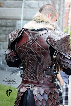 I would love to cosplay as something in this style Armadura Medieval, Arm Armor, Body Armor, Fantasy Armor, Fantasy Weapons, Rpg Dice, Vikings, Kleidung Design, Medieval Armor