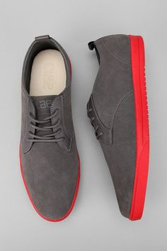 Types Of Sneakers For Men. Sneakers happen to be a part of the fashion world more than perhaps you believe. Modern day fashion sneakers bear little resemblance to their early predecessors but their popularity continues to be undiminished. Mens Fashion Shoes, Men S Shoes, Sneakers Fashion, Fashion Fashion, Fashion News, Nike Outfits, Sneakers Mode, Red Sneakers, Zapatos Shoes