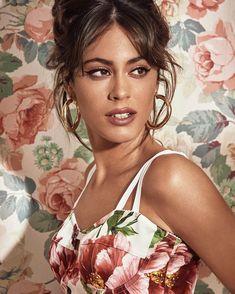 Latin Women, Famous Girls, Cute Beauty, Celebrity Outfits, Tumblr Girls, Shakira, Woman Crush, The Duff, Girl Crushes