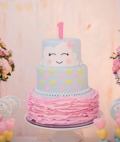 """BLOG FESTEJAR COM AMOR on Instagram: """"Você vai fazer uma festa com tema Chuva de Amor? Olha que ideia linda e inspiradora! Bolo @vaniaelihimas Decoração @kalidiaqueirozdecor…"""""""