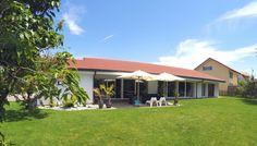Superbe villa contemporaine avec vue sur le lac de Neuchâtel.
