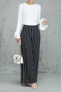 Palazzo Pants Outfit For Work. 14 Budget Palazzo Pant Outfits for Work You Should Try. Palazzo pants for fall casual and boho print. Stylish Summer Outfits, Classy Outfits, Casual Outfits, Work Outfits, Fashion Pants, Hijab Fashion, Fashion Outfits, Fashion Top, Petite Fashion