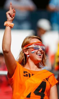 Torcedoras holandesas vibram antes da partida contra a Austrália (© Reuters)