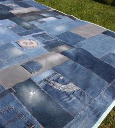 Jeansreste verwerten, kleine STICHE: picknickdecke How To Wear Lace Clothing Lace is a completely fa Jeans Recycling, Recycle Jeans, Upcycle, Altering Jeans, Blue Jean Quilts, Denim Art, Denim Crafts, Patchwork Jeans, Dad To Be Shirts