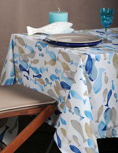 """""""Aqua"""" : nappe enduite imprimée - 100% coton traitée anti-tache, dimensions 155 x 155 cm et 155 x 250 cm ; #NappeEnduite #STOF"""