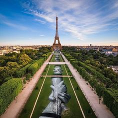 Artist Saype finished huge eco-art project Beyond Walls under Eiffel Tower Tour Eiffel, Paris Eiffel Tower, Graffiti, My Little Paris, French Street, Refuge, Illusion Art, World's Biggest, Street Artists