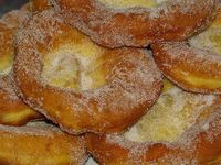 Malassadas (Fried Dough) - Easy Portuguese Recipes Hopefully this will taste like Provincetown! Great memories always have great food involved Portuguese Sweet Bread, Portuguese Desserts, Portuguese Recipes, Portuguese Food, Malasadas Recipe Portuguese, Portuguese Donuts Recipe, Easy Malasadas Recipe, Portuguese Culture, Delicious Desserts