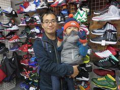 【新宿2号店】2014.11.17 お父様とお子様のスナップを撮らせていただきました!!大好きなブロンコスのニットCAPと手袋のセットを早速身に付けていただきました!!もう少し大きくなったらウェアも是非着てみて下さい(^^♪