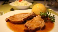 Schweinsbraten mit Erdäpfelknödel – Andi Wojta Steak, Pork, Beef, Browning, Credenzas, Food Menu, Side Dishes, Apple, Cooking