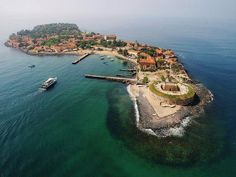 Goree Island in Dakar, Senegal is known as 'The house of slaves' and was built in 1776 by the Dutch. During the Atlantic Slave trade, slaves were sold there and transported to the Americas. Today it's an UNESCO World Heritage Site. Senegal Travel, Africa Travel, The Places Youll Go, Places To See, The Ventures, Beau Site, Destinations, Thinking Day, Future Travel