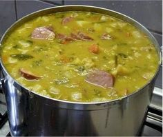 Hollandse Erwtensoep Winter Hunger: Dutch Pea Soup Good healthy food in wintertime Typical Dutch Food, Traditional Dutch Recipes, Easy Healthy Recipes, Easy Meals, Healthy Food, Netherlands Food, Enjoy Your Meal, Soup Recipes, Cooking Recipes